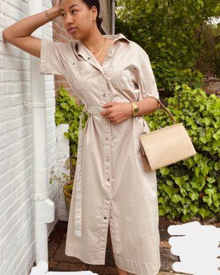Despite the forcecast live like it is spring 🌼🌼🌼 Marccain jurk beige mt 40 € 59 Vintage tasje € 25 . Sluiting dmv drukkers . Lint staat marccain open . Prachtige kwaliteit  ✨