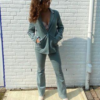 Pre autumn vibes  - - - Rib Costes mt M colbert € 39 en broek € 29 Samen € 59 Vintage blouse wit broderie inmiddels verkocht Leren korte Unisa laarsje mt 39 € 49
