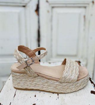 All you need is ♥️ new Shoes Vanaf 3 maart starten wij met de voorjaars/zomer schoenen verkoop. Nieuwe schoenen vanaf  18 tm 42 verkopen wij met 50% korting op de nieuwprijs✨ #outletschoenen #citybreda  #kinderschoenen