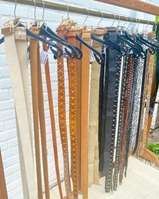 What kind of belt do you like? 🤍  • • Elvy fashion nieuwe leren riemen bij ons € 19! #swipeleft