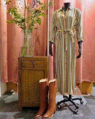 Live life in color! - - - Expresso jurk in mt 40 voor 49€ Dico laarzen mt 38, nu in de sale 75€