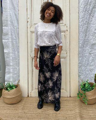 Fashion fades, élégance stays Indi & Cold embroidery cotton blouse mt s/m € 35 👌✨ Lange hoge rok met palmbladeren mt s/m elastiek boven € 25 🌴 7️⃣ days open 📞076-5224952